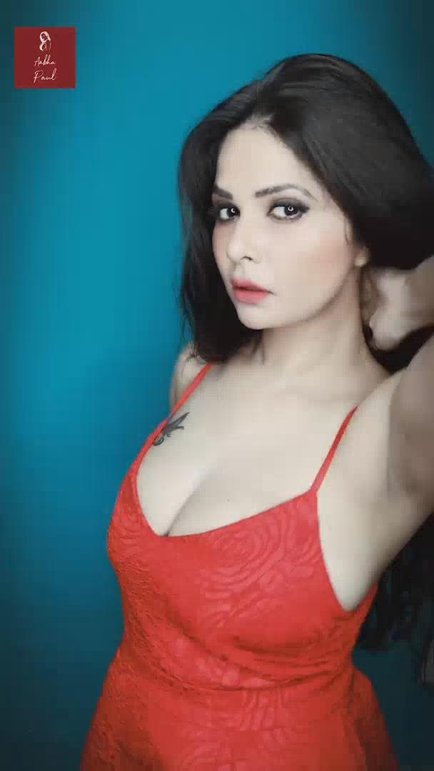 Red Hot (2020) Aabha Paul WEB Video.mp4 snapshot 00.33 [2020.06.01 11.27.15]