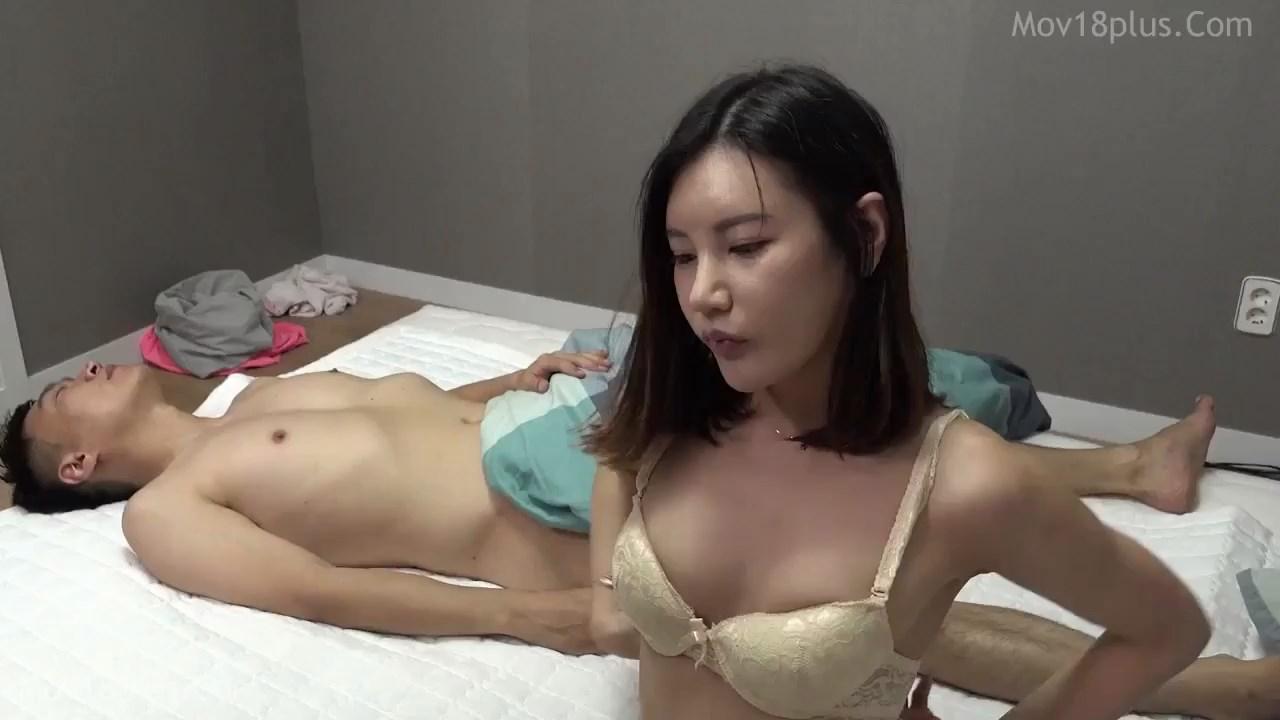 Young girlfriend 2021 Korean Movie 720p HDRip.mp4 snapshot 00.25.31.416