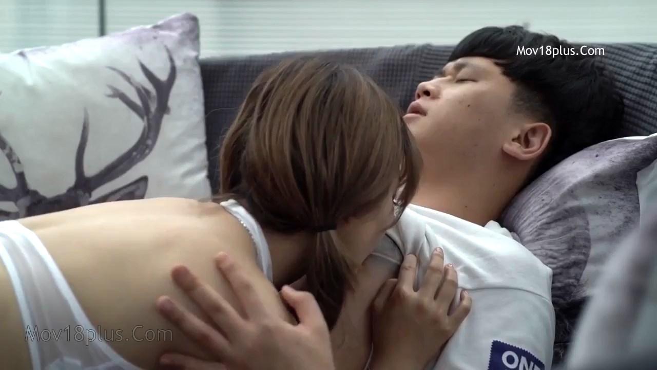 Pretty mom 2020 Korean Movie 720p HDRip.mp4 snapshot 00.48.32.833