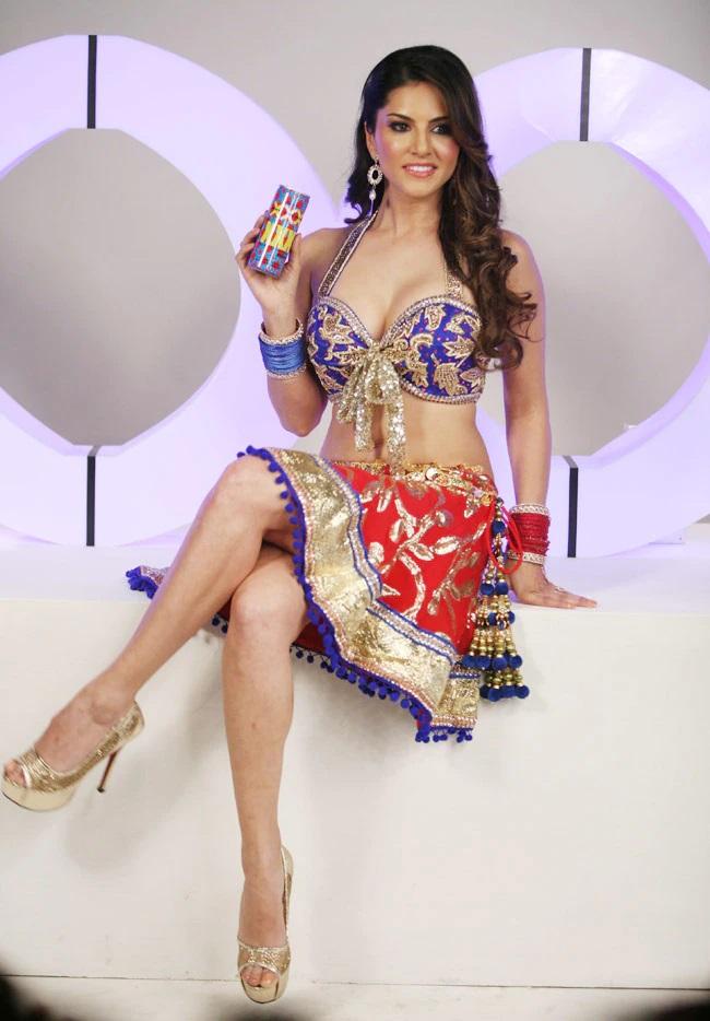 18+ Bhor Bhaye Panghat Pe (Sunny Leone) 2021 Hindi Full Adult 720p HDRip 250MB Download