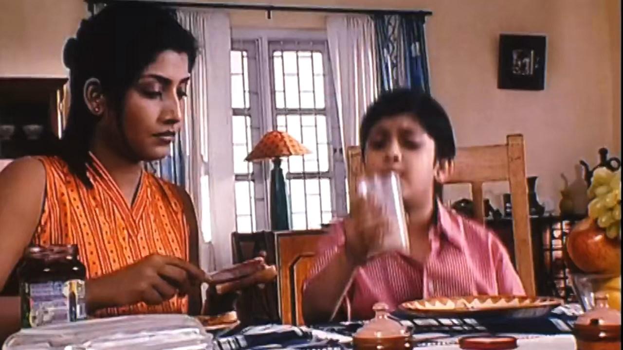 Hotath Neerar Jonnyo (2004) UNRATED Bengali 720p HDRip.mkv snapshot 00.03.14.021