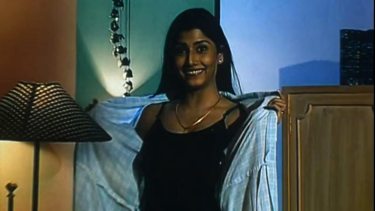 Hotath Neerar Jonnyo (2004) UNRATED Bengali 720p HDRip.mkv snapshot 00.14.22.021