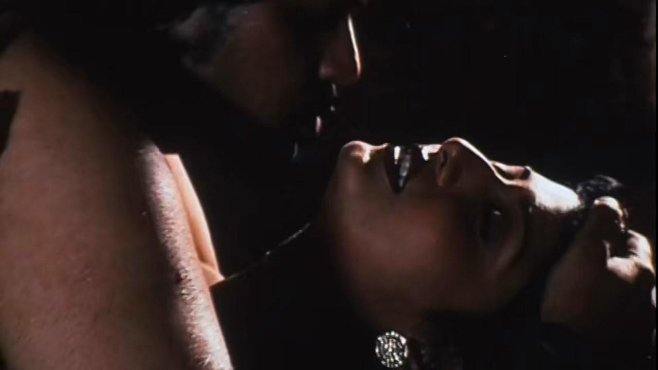 Hotath Neerar Jonnyo (2004) UNRATED Bengali 720p HDRip.mkv snapshot 01.06.34.221