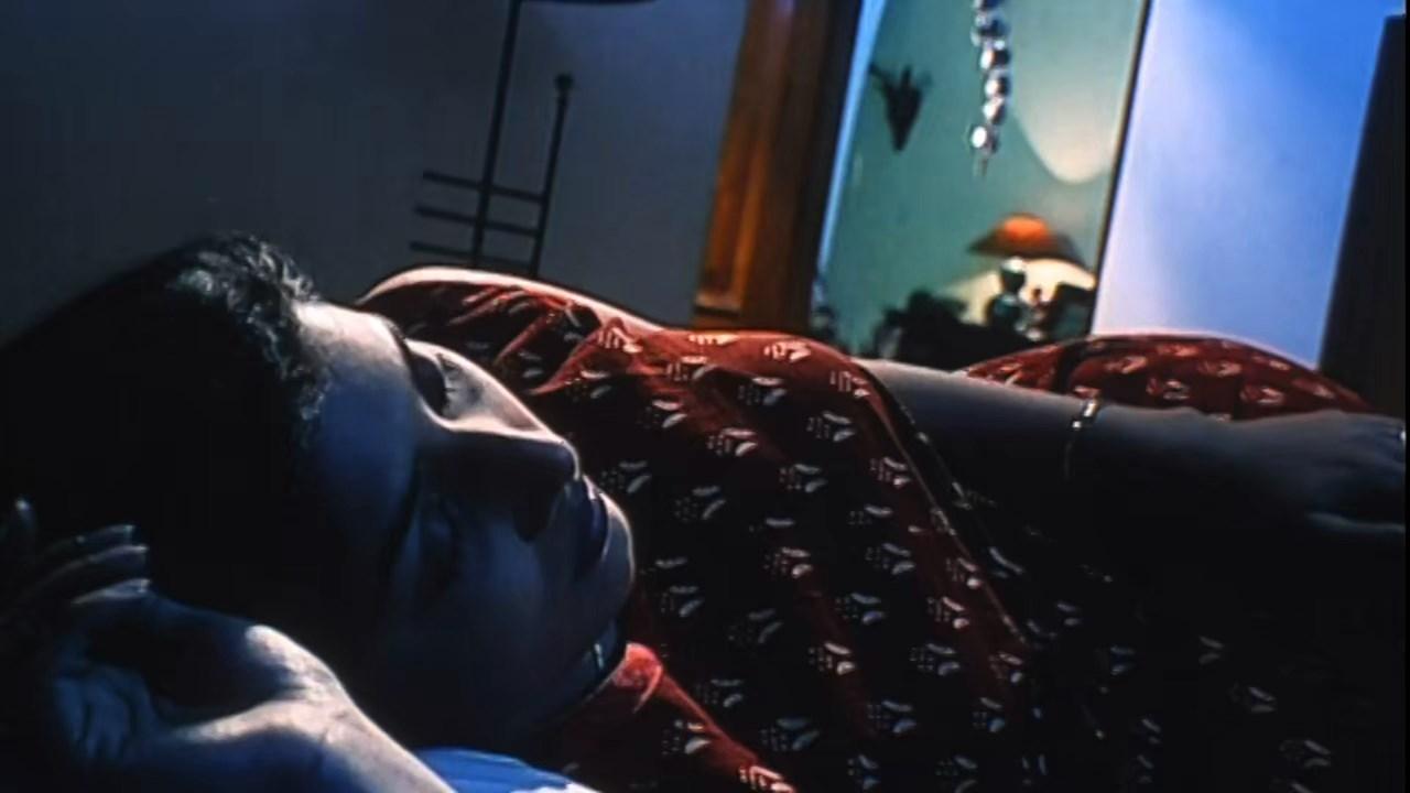 Hotath Neerar Jonnyo (2004) UNRATED Bengali 720p HDRip.mkv snapshot 01.20.55.381