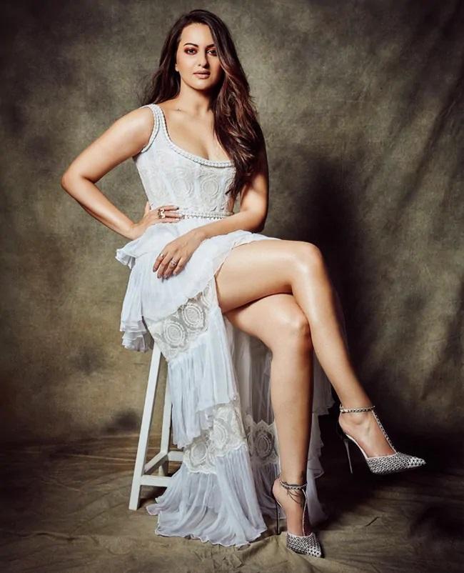 18+ Sonakshi Cheating Fucking 2021 Hindi Short Film 720p HDRip Download