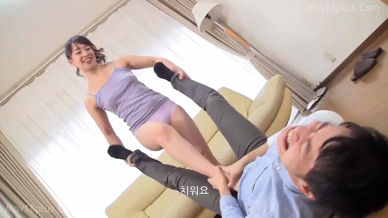 Ripe Friend's Mom Stop Time 2021 Korean Movie 720p HDRip.mp4 snapshot 00.39.36.333